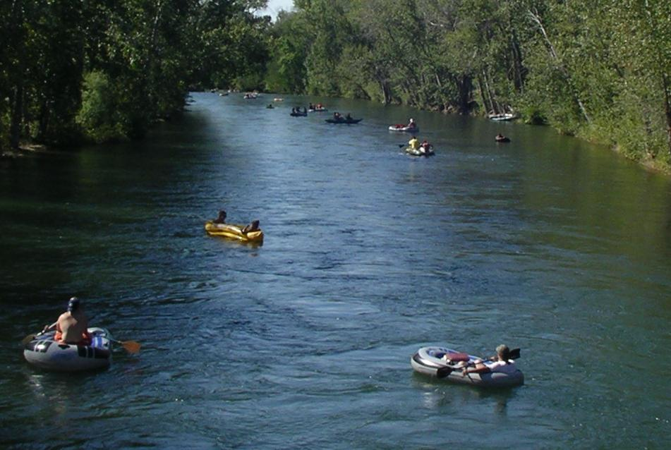 Tubers_Float_the_Boise_River