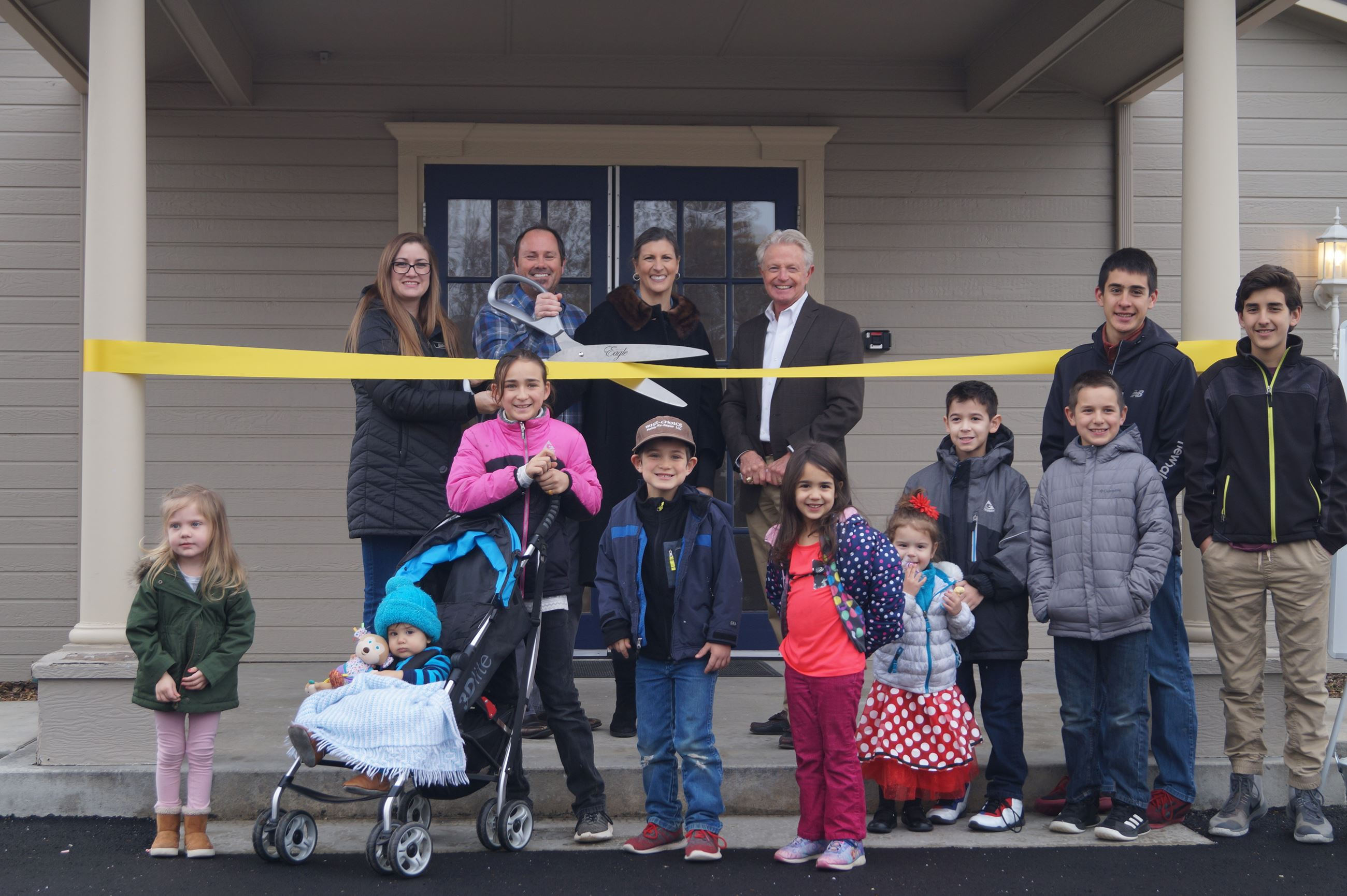 Mayor, city council and kids cut the ribbon at the Eagle Landing